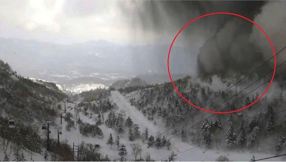 Nevadas y erupción volcánica ocasionan dos muertos en Japón