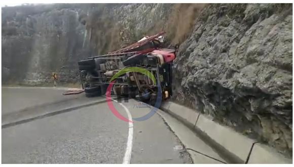 """Accidente de tránsito se registró en la vía Trujllo-Huamachuco, a la altura del mirador """"San Francisco"""". El conductor fue llevado al Hospital Leoncio Prado de Huamachuco. (Foto: HCO TV Huamachuco)"""