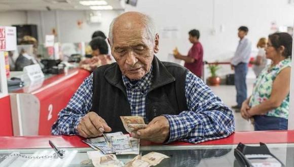 El pago de este bono para los jubilados peruanos se realizará la misma oportunidad en la que se realizan los depósitos de sus pensiones (Foto: Andina)