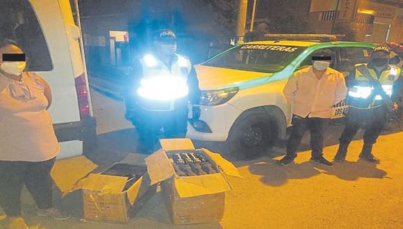 Extranjera Michelle Suárez llevaba dos cajas con 23 pistolas y 11 revólveres. Chofer Julio More también es detenido. (Foto: PNP)