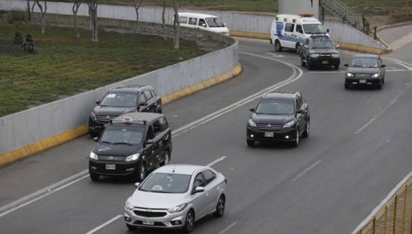 El uso de carros particulares estará permitido este domingo. (Foto: Andina)