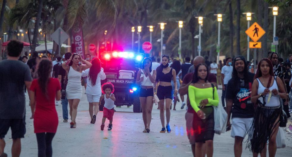 Abren teatros en Miami a medida que Florida baja tasa de positivos de coronavirus