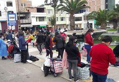 Comerciantes de ropa toman la plaza Vigil