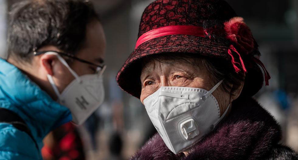 Los síntomas del nuevo coronavirus son parecidos a los de un resfriado, pero pueden venir acompañados de fiebre y fatiga, tos seca y disnea (dificultad para respirar).(Foto: AFP)