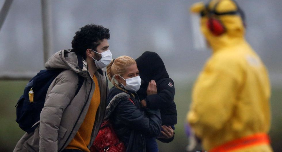 Los ciudadanos brasileños llegaron con sus familias y se dispusieron a la cuarentena. (Reuters).