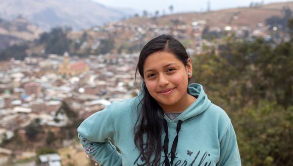 Tiene 16 años y es la voz de un espacio radiofónico que promueve el empoderamiento femenino.