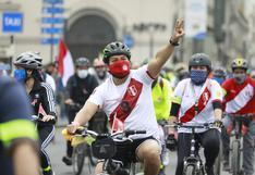 Primera bicicleteada en la Plaza San Martín por el Bicentenario tuvo masiva asistencia (FOTOS)