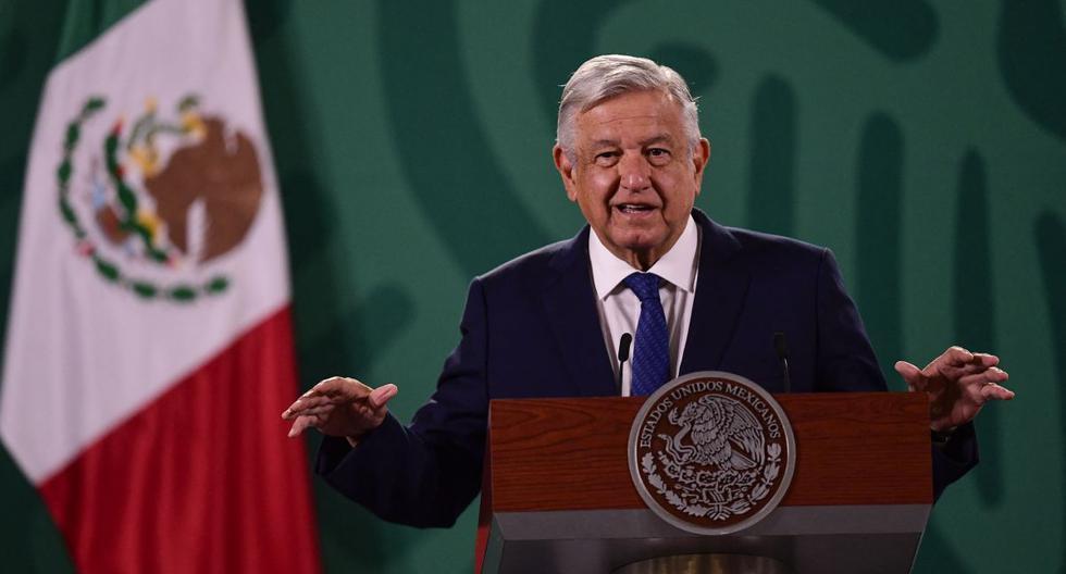 El presidente mexicano Andrés Manuel López Obrador habla durante su conferencia de prensa matutina diaria en el Palacio Nacional en la Ciudad de México, el 20 de abril de 2021. (PEDRO PARDO / AFP).