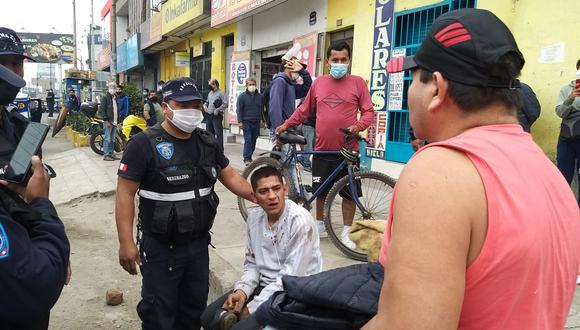 Uno de los delincuentes detenidos tras ser perseguidos por varias cuadras. (Foto: Municipalidad de Comas)