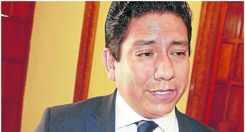 """Eduardo Azabache: """"La anterior gestión se la puso fácil a la Reconstrucción"""""""