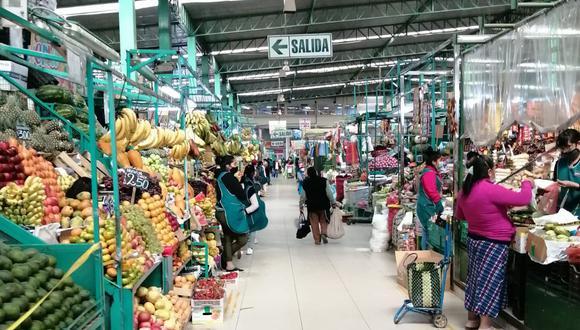 El pollo y otros productos mantienen sus costos sin embargo los comerciantes piden una pronta solución al paro de transportistas (Foto: Albetty Lobos)