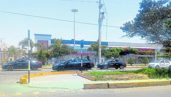 Representante de empresa de taxis asegura que otra empresa consiguió permiso de manera sospechosa.