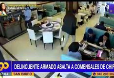 Delincuente roba a comensales que almorzaban en chifa de San Isidro (VIDEO)