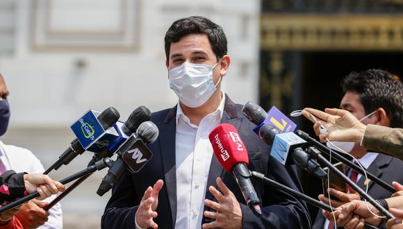 """César Combina, vocero de APP, llamó como """"irresponsables"""" los pedidos para que José Elice y Violeta Bermúdez renuncien. (Foto: GEC)"""
