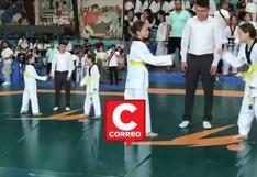 """Gemelas no quisieron pelear entre ellas en final de torneo de taekwondo y decidieron a la ganadora con """"piedra, papel o tijera"""""""