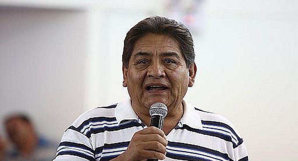 Viaja hasta Lima para ser atendido por congresista