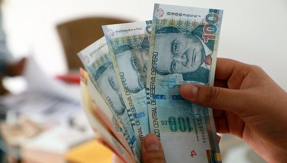 Los trabajadores recibirán el pago de la gratificación por Fiestas Patrias este mes. (Foto: Juan Ponce / GEC)