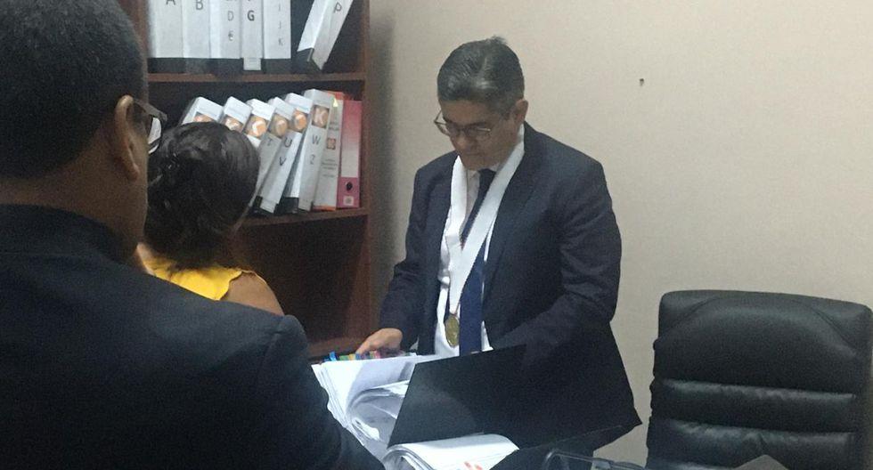 Fiscal Domingo Pérez durante diligencia de allanamiento. Foto: Rolly Reyna