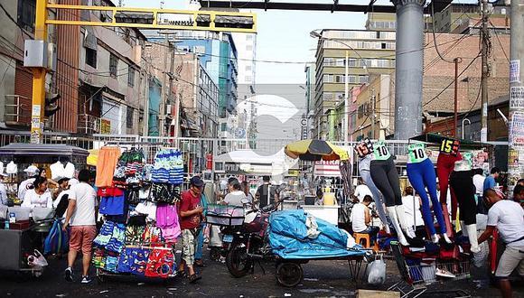 La Victoria: Ambulantes lotizan pistas para ocupar espacios en exteriores de Gamarra (FOTOS)
