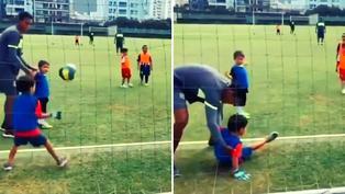 Video viral: Niño contiene remate con divertida atajada