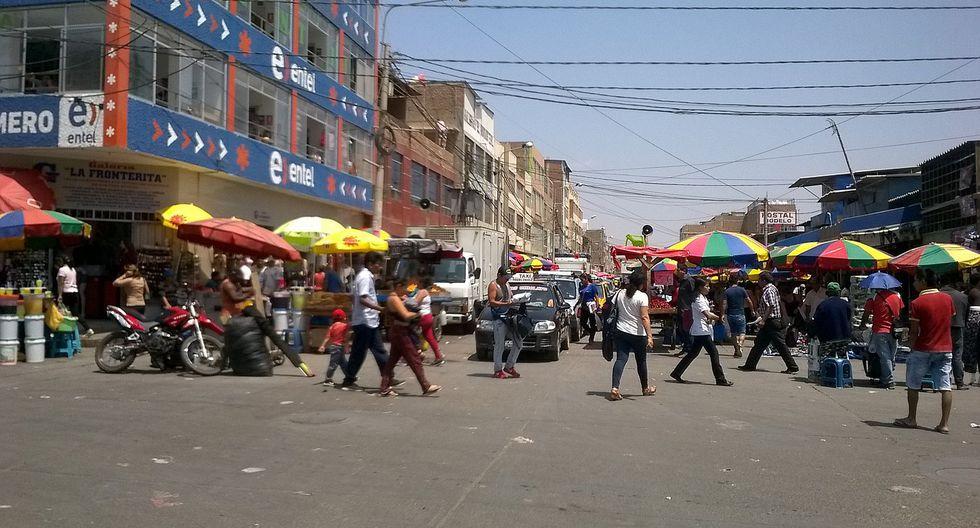 Vendedores ambulantes invaden explanada del Mercado Modelo