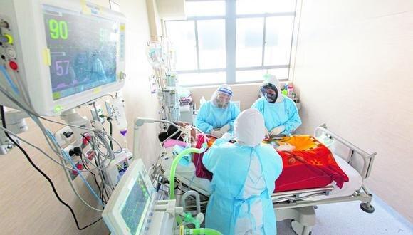El personal de salud no descuida a los pacientes hospitalizados. (Foto: Cortesía)