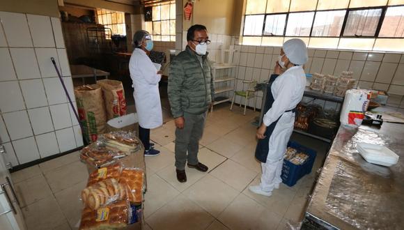 Una  panadería en el distrito de El Tambo pretendía vender  productos vencidos y hongueados